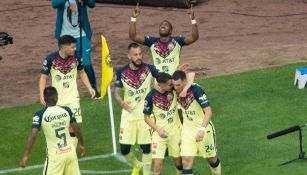 Renato Ibarra en festejo de gol
