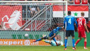 Edson Álvarez en empate vs Twente
