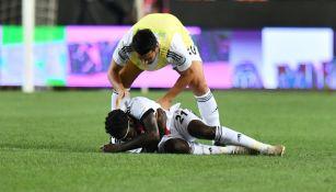 Video: Jugador del Besiktas se desplomó a medio partido ante el Gaziantep