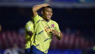 Roger Martínez durante un partido con Colombia