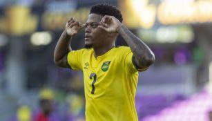 Leon Bailey durante un partido con Jamaica