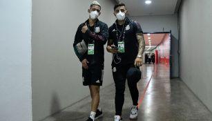 Uriel Antuna junto a Alexis Vega previo a partido