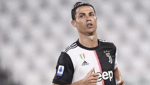 Cristiano Ronaldo en un duelo con la Juventus
