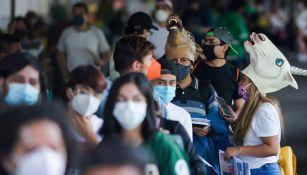Fila de vacunación en Ciudad de México