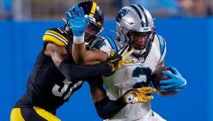 Panthers contra Steelers en acción