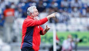 Vucetich durante un partido con Chivas