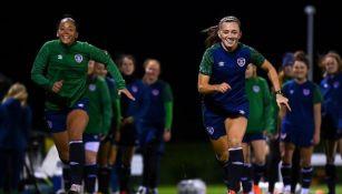 Selección de Irlanda femenil en entrenamiento