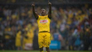 Chucho Benítez en festejo como jugador del América