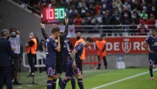 Herrera y Messi entrando al terrero de juego