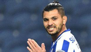 Tecatito Corona: Peligra fichaje con el Milan, según medios portugueses