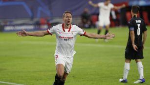 Luuk de Jong durante un partido con el Sevilla