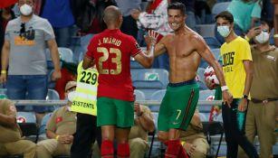 Cristiano Ronaldo festeja su anotación ante Irlanda
