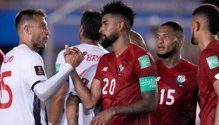 Jugadores de Panamá y Costa Rica en el Rommel Fernández