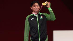 Juan Diego García posa con la medalla de Oro