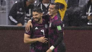 Henry Martín y Rogelio Funes Mori festejan el gol vs Jamaica