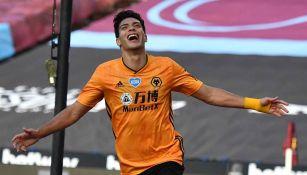 Jiménez durante un partido con Wolves