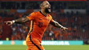 Memphis Depay celebra anotación con Países Bajos