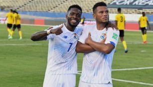Jugadores de Panamá festejando un gol a favor