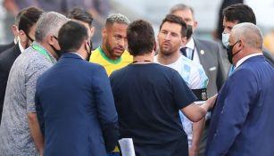 Neymar y Messi dialogan con personal de Anvisa