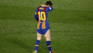 Messi reacciona durante juego con el Barcelona