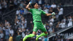 Esteban Andrada festeja un gol con Rayados