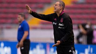 Jorge Theiler dirigiendo al Tricolor