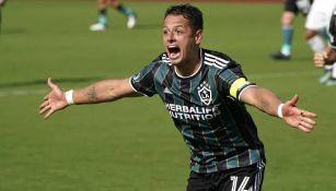 Chicharito Hernández celebrando un gol con LA Galaxy