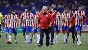 Víctor Manuel Vucetich junto a los jugadores de Chivas