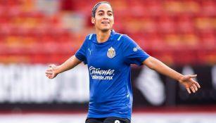 Carolina Jaramillo en un calentamiento de Chivas