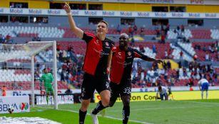 Furch y Quiñones celebrando el gol del triunfo