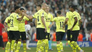Jugadores de Borussia Dortmund festejan un gol