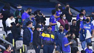 Aficionados del Cruz Azul durante el encuentro ante Rayados