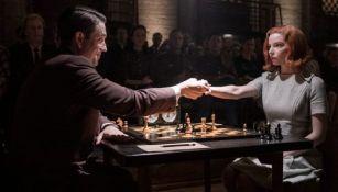 "Netflix enfrenta demanda millonaria por la serie ""Gambito de dama"""