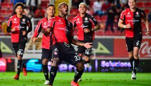 Los jugadores del Atlas festejando el gol