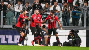 Los jugadores del Milán festejando ante la Juventus
