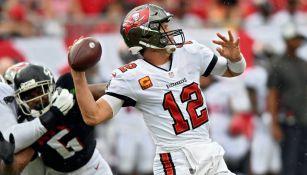 Tom Brady en contra de los Falcons