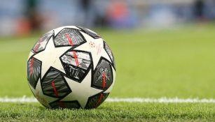 Balón en partido de la UEFA