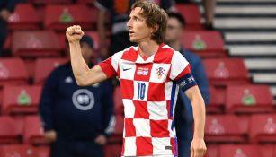 Luka Modric celebra en partido con Croacia