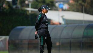 Mónica Vergara durante un entrenamiento con el Tri Femenil