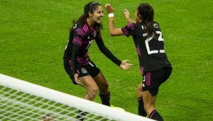 Reyes celebra el primer gol del Tri