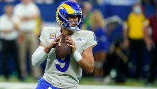 Matthew Stafford en el partido entre Rams y Colts