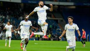Benzema festejando uno de los goles del Real Madrid