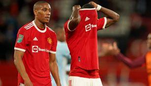Jugadores del Manchester United se marchan cabizbajos