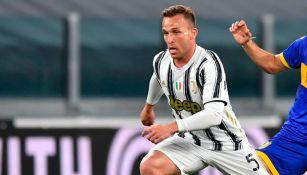 Juventus: Arthur Melo sufrió accidente con su Ferrari en Turín