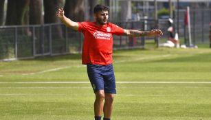 Alexis Vega en una práctica con Chivas
