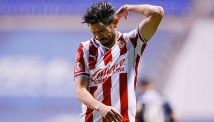 Oribe Peralta en acción con Chivas