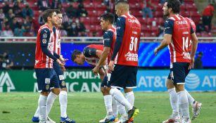 Jugadores de Chivas, confundidos tras gol de los Tuneros