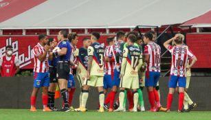 Jugadores de Chivas y América en el Clásico Nacional