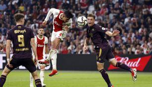 Edson Álvarez remata a gol