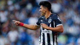 Jesús Gallardo reacciona durante partido con Rayados